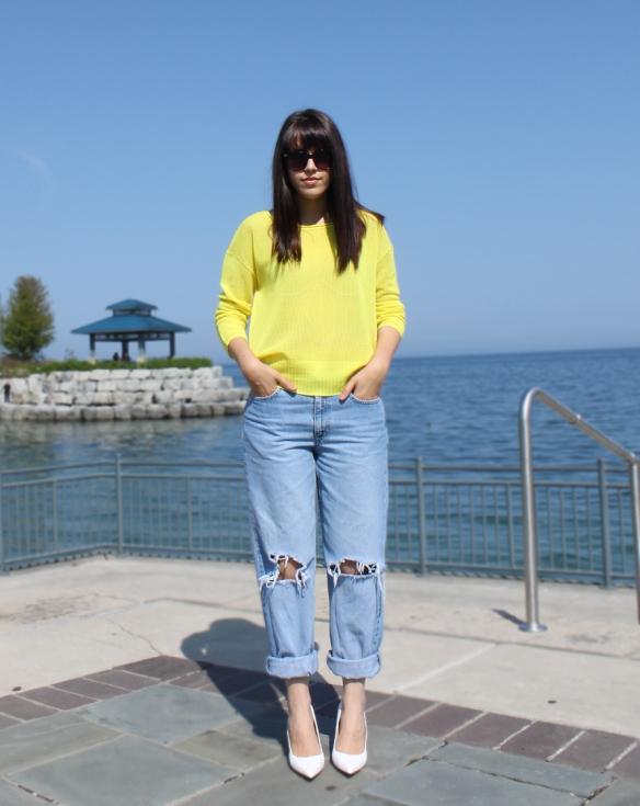 yellow-line-knitwear